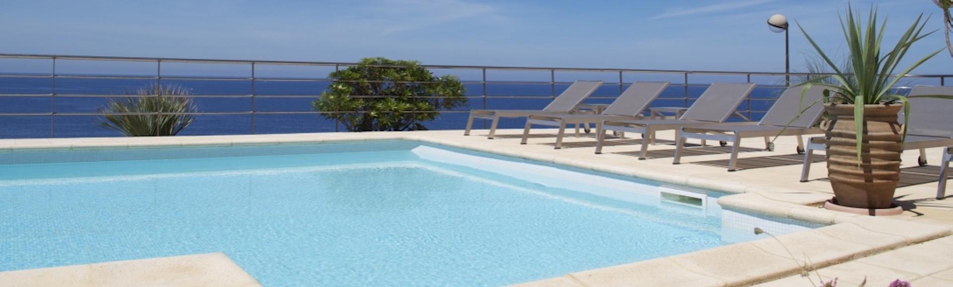 Hôtel le Saint Erasme - Calvi en Corse - Piscine et Vue Mer