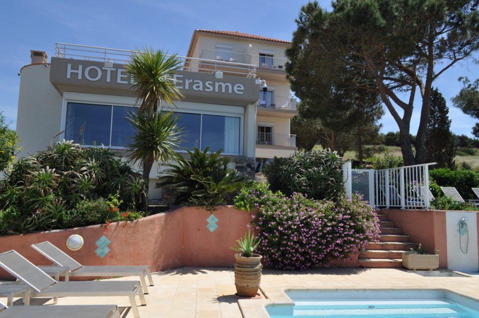 piscine et façade hotel 3